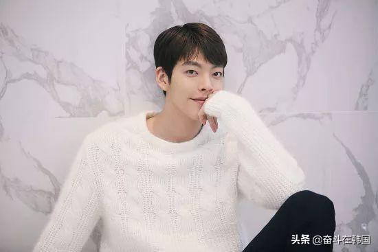 """韩国男演员周末遭""""偷拍"""",网友了解真相后均表示""""太好哭了!"""""""