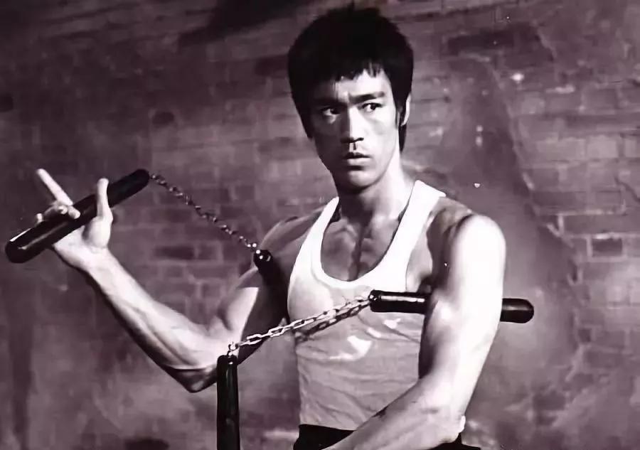 资料图:李小龙耍双节棍.图片