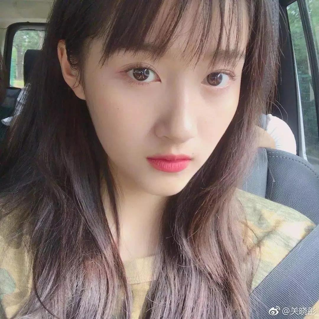 斜刘海短发发型女