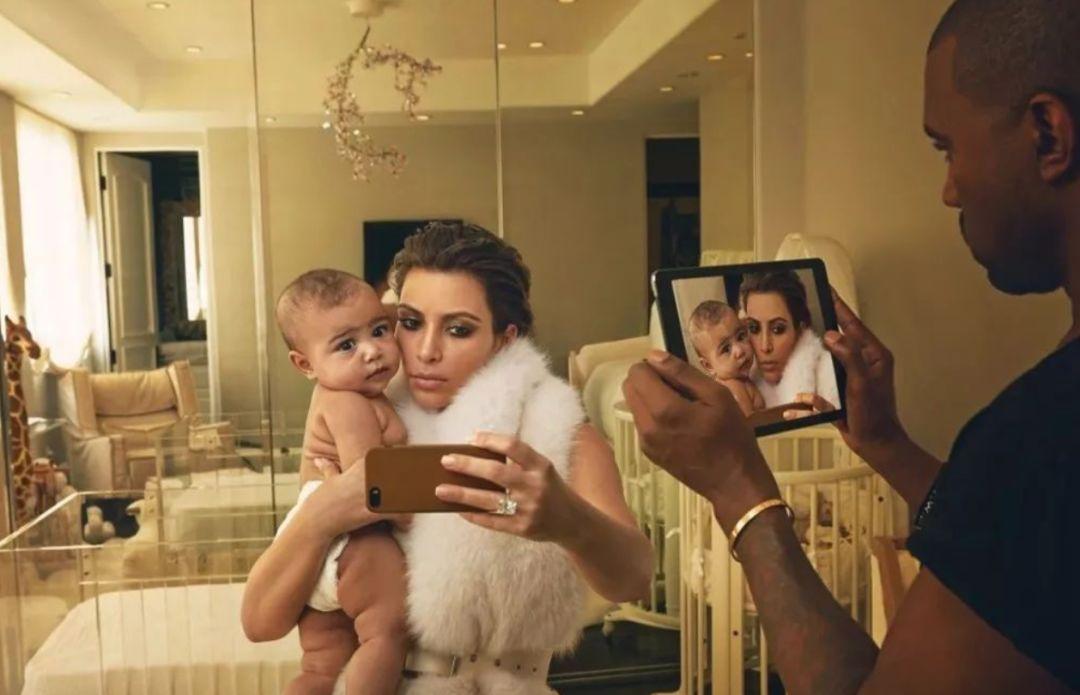 天生拥有一亿美金家产,矿泉水洗澡,千万衣橱,当卡戴珊的女儿是什么体验?
