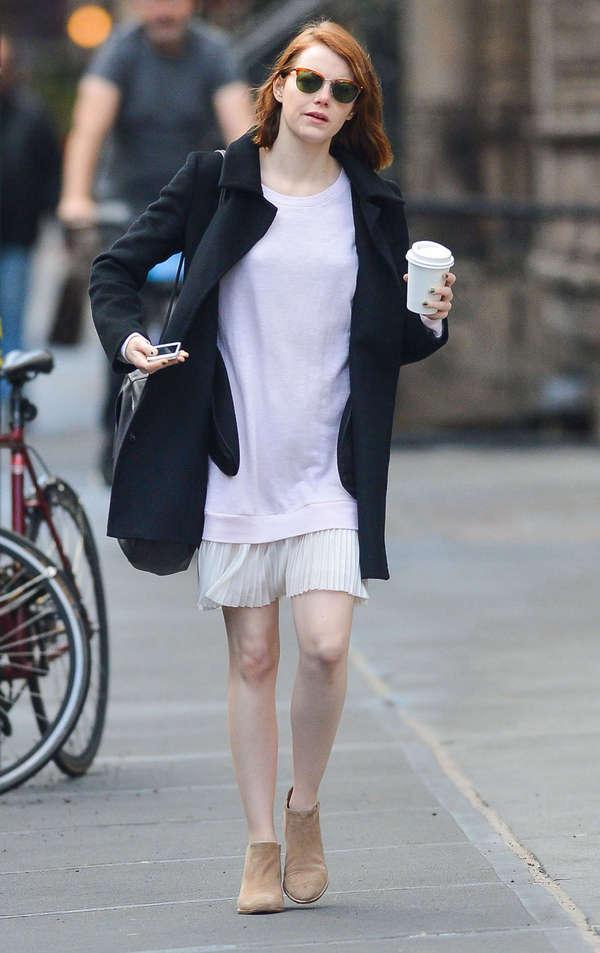 现在要看艾玛·斯通 (Emma Stone) 的街拍,是真的没那么容易了