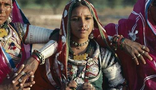 原创在印度,戴鼻环的女人是什么身份?如果碰上了,最好不要随便交谈