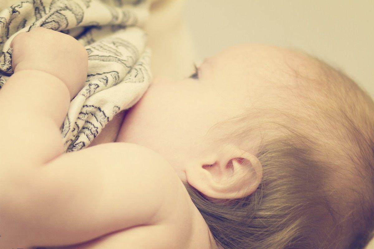 母乳喂养好处这么多,为什么还会有人说母乳10个月后没营养呢?