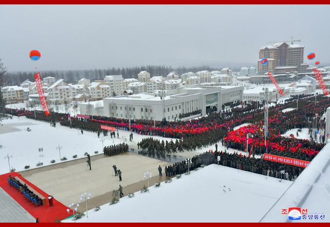 動作連連:朝鮮將白頭山革命圣地所在行政區提升為市_金正恩
