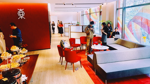 第一家外资行5G网点开业,没有现金柜台更像咖啡厅