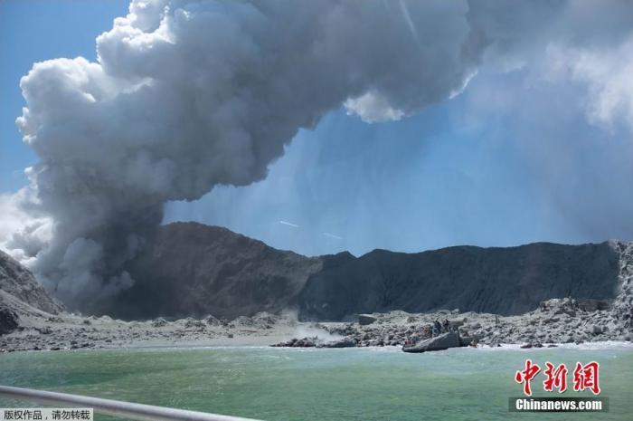 新西兰怀特岛火山震动加剧 或有6具遗体被火山灰覆盖