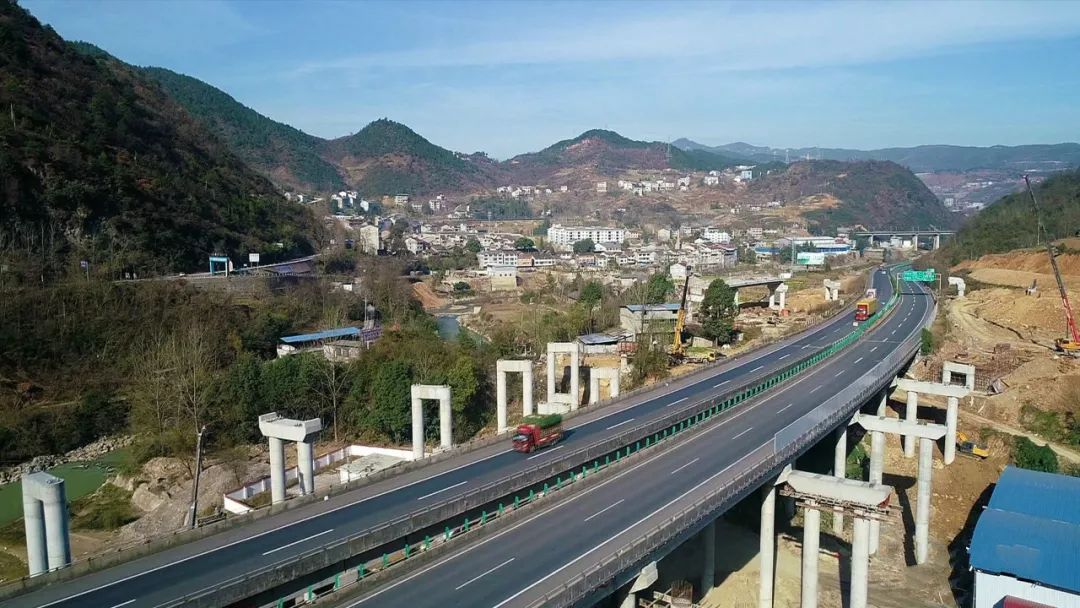 <b>预计明年6月竣工!巴万高速公路官渡枢纽互通式立交最新进展来了</b>