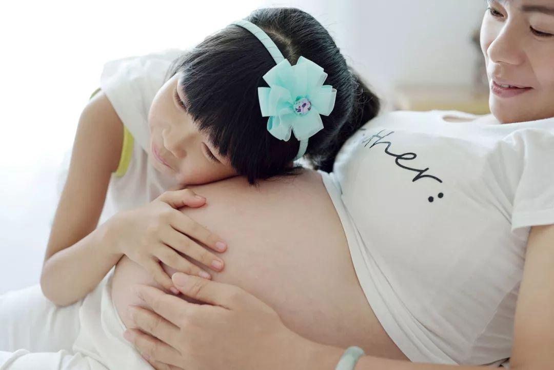 拉上大宝做胎教,让大宝顺利接受二宝!