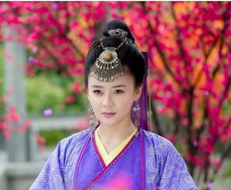 7位涂紫色唇彩的女星,杨蓉有气场,赵丽颖冷酷,而她堪称经典!