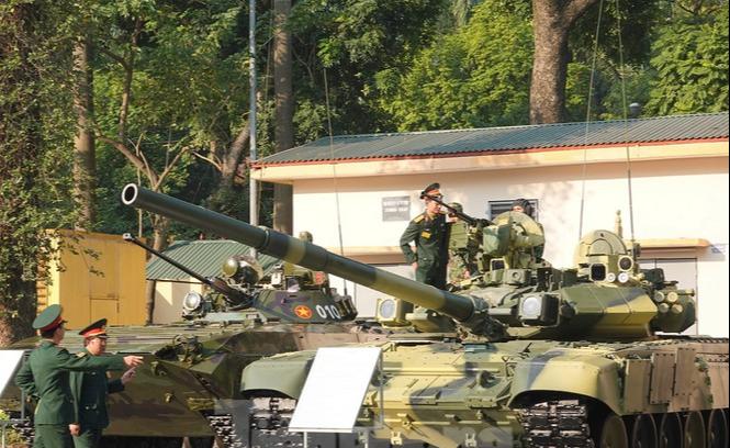 越南總理率眾高官現身國防部, 視察近些年越南軍隊武器裝備成果_導彈