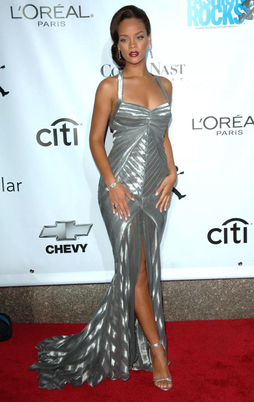 风格演变指南 | 转发这个Rihanna 十年后时尚富婆你也做