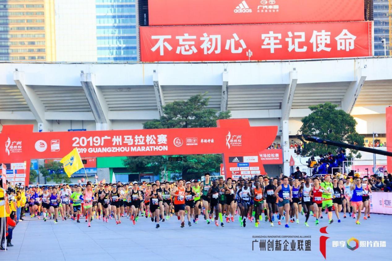 """住在左边的创始人齐林被选为马光""""创新广场"""" 展示了企业的活力和创新风格!"""