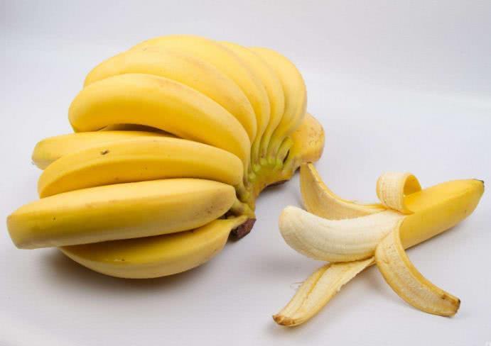 """早上""""空腹""""能吃水果吗? 医生: 宁愿挨饿, 也不要空腹吃这3种水果!"""