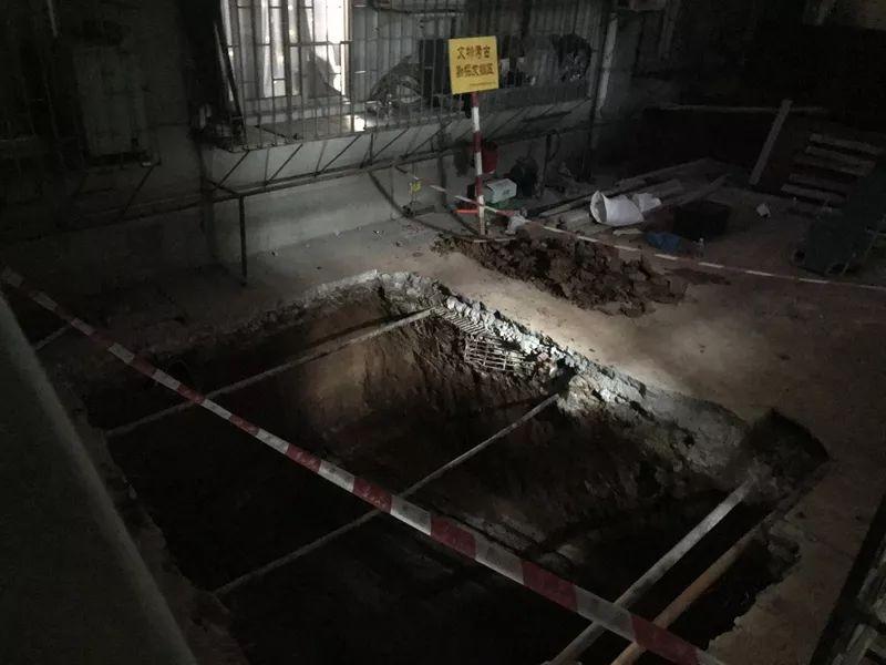 """<b>又成""""古墓派""""!广州越秀一居民楼加装电梯,竟意外发现汉代古墓!</b>"""