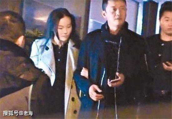 <b>李嫣对李亚鹏换女友不闻不问引争议,王菲能找男友,她爹差在哪?</b>