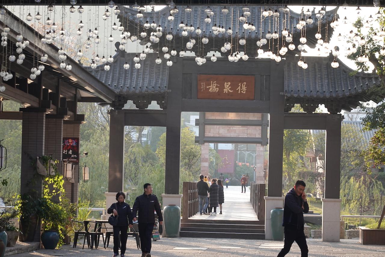 冬天泡温泉成热门,江西宜春温泉主题小镇,明月山游玩攻略