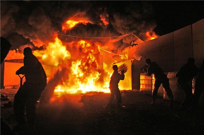 美军基地突然遭猛烈炮击 已造成多人伤亡 伊朗:这才刚刚开始