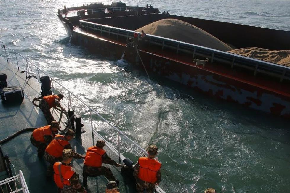 福建莆田海警局连续查获2起非法盗采海砂案 查扣涉案海砂18000余吨