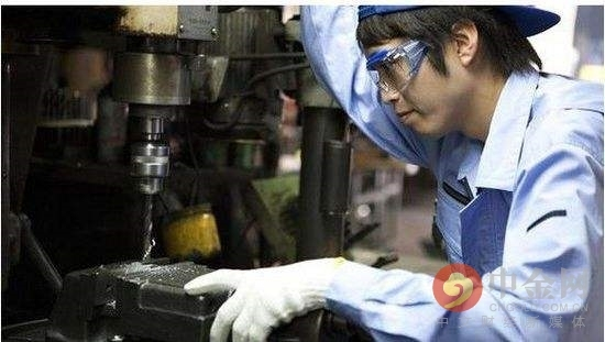 [日本大型制造业信心降至近七年最低]