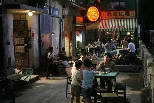 "<b>没见过香港的""棺材房"",你都不知道住得多幸福</b>"