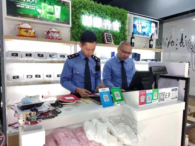 浙江一姑娘吃了朋友圈卖的网红糖果头晕、腹泻不止,已有7人被警方抓了