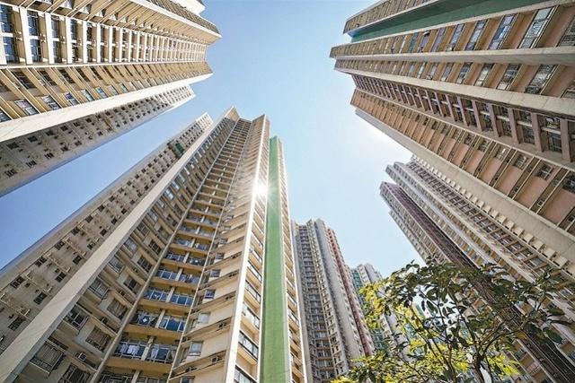 香港楼价明年预计跌一至两成!豪宅或有价无市,写字楼空置率再升: