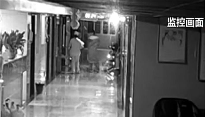 监控曝光!女子假扮护士盗走新生儿 50多个小时后警方追回
