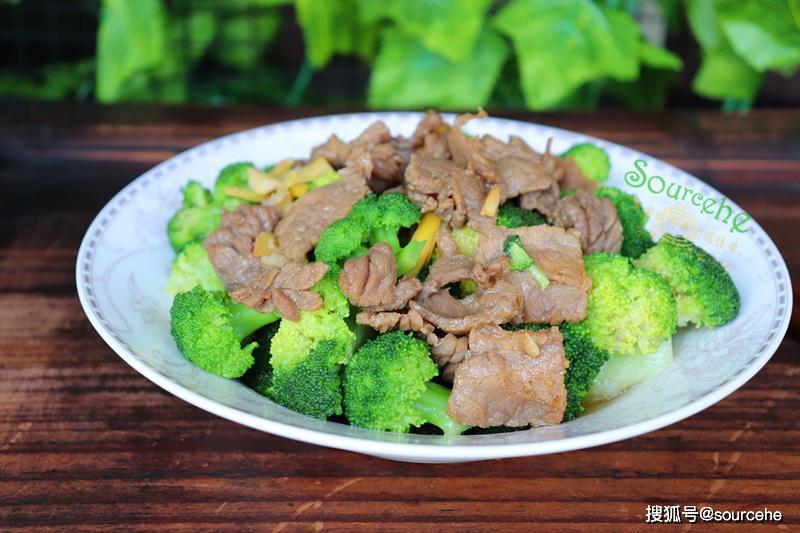 牛肉和西兰花天生一对,牛肉鲜嫩,西兰花翠绿,脆嫩爽口营养高