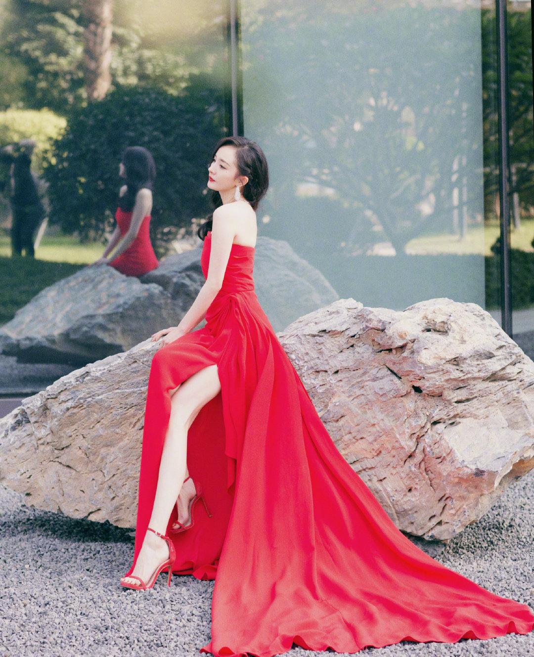 迪欧摩尼女鞋与礼裙搭配,你也可以很美!