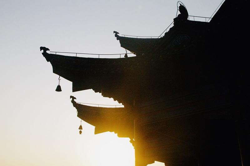 武汉秘境:犹看铁门照红妆