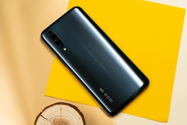 """荣耀V30Pro放大招!iQOO Pro5G版彻底""""凉""""了,高性价比才是王道"""