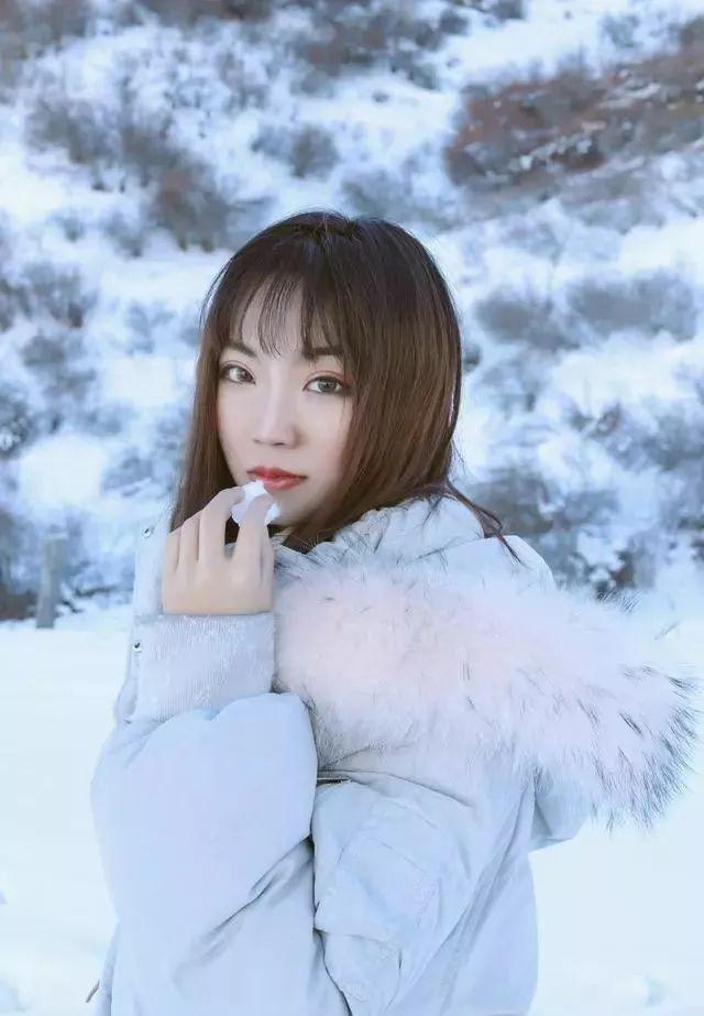 雪景人像怎么拍?教你摆最简单自然的雪景拍照姿势~
