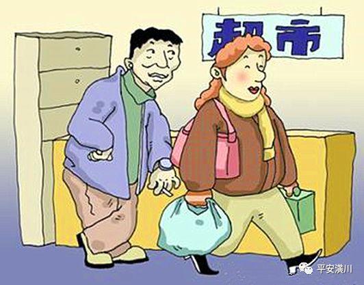 专挑超市人多下手!小偷徘徊西亚三楼,偷走女子口袋1800元现金...