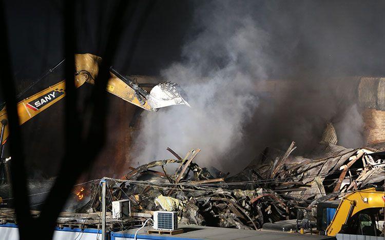 组图   两小时扑灭广渠东路医疗仓库大火 无人伤亡