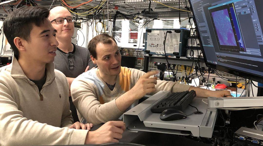 常规电子设备也能集成量子系统?芝加哥大学新突破登上《Science》