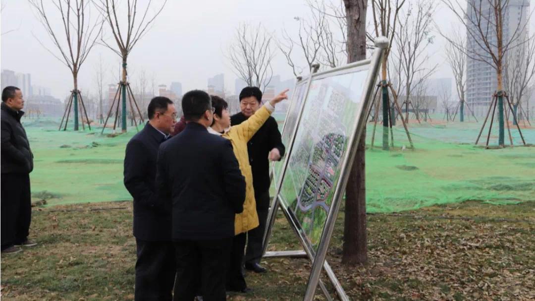 菏泽开发区驻区考察团 视察建邦公园项目