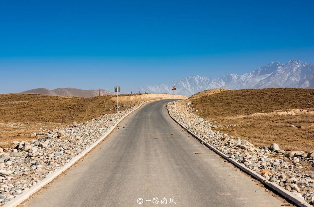新疆著名旅游城市,因盛产名贵玉石而闻名,11点还有人在吃早餐!_和田地区