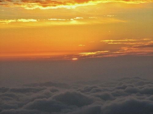 人品爆棚峨眉山撞到云海日出,下山狂奔,6小时