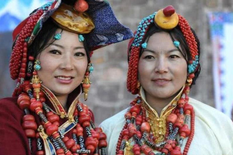 到西藏旅游,藏民冲你吐舌头什么意思?千万别误会应该这样去回应