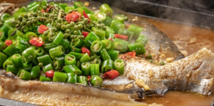 """教你""""鲩鱼""""的做法,天冷在家做烤鱼吃,超正!"""