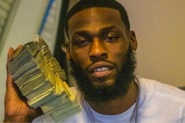 美国银行职员偷60万现金拍照炫耀 警方迅速逮捕