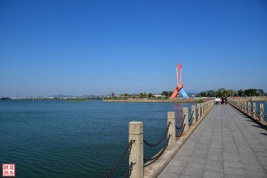 北仑河入海口的山海相连地标广场和大清国一号界碑