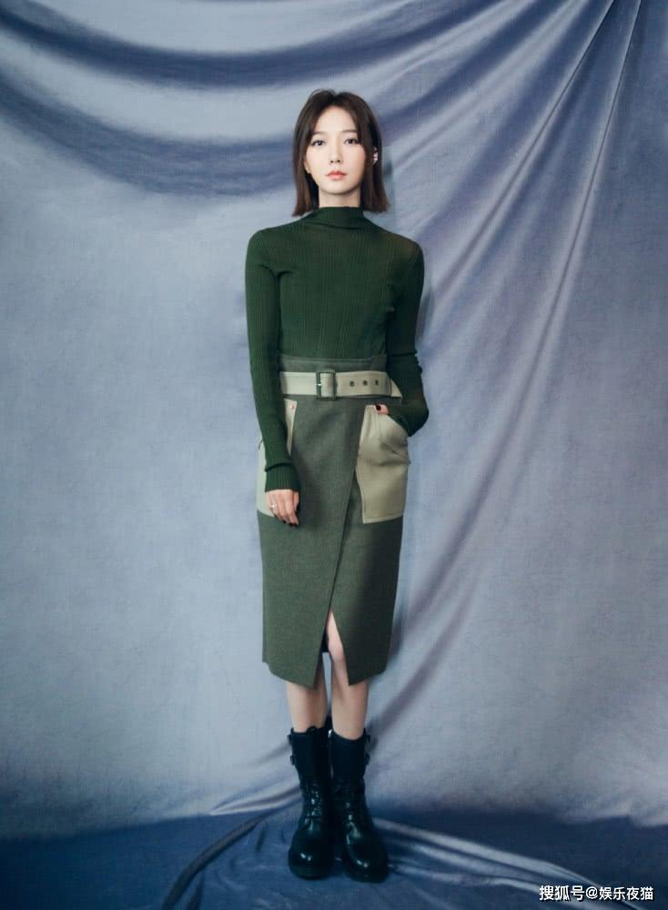 <b>出道3年演《奋斗》配角走红,今穿绿色毛衣配半裙,尽显知性大气</b>