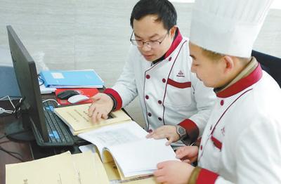 亨通集团招聘化学老师成了食堂管家