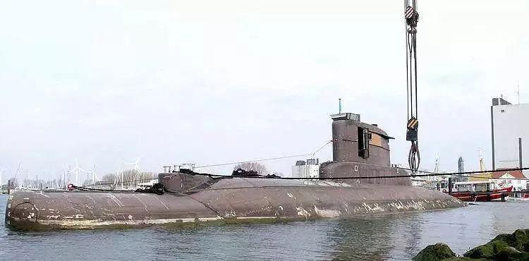 利勃海尔400t与德马格600t联吊德国潜艇