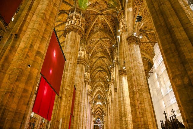 欧洲中世纪最大的教堂,世界上最大哥特式建筑,拿破仑曾在这加冕