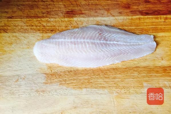 清蒸龙利鱼时,牢记这个小妙招,鱼肉鲜嫩松软,一点都不腥