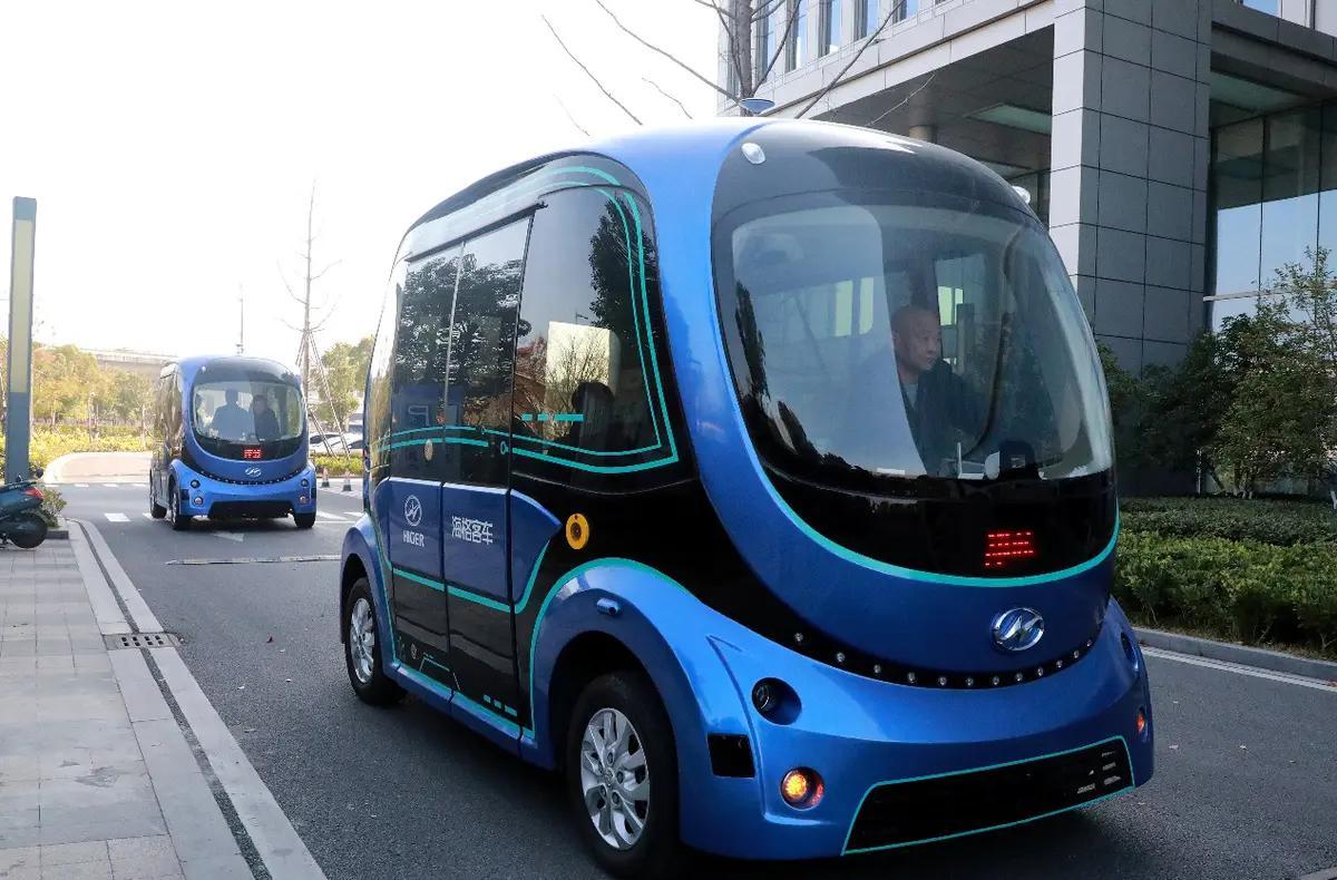 苏州金龙国内首家实现无人驾驶巴士编队行驶