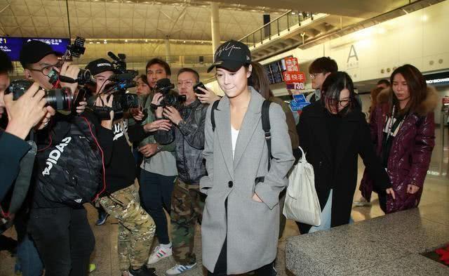 时隔半年,黄心颖高调返港,面对记者泪流满面,还去找了马国明