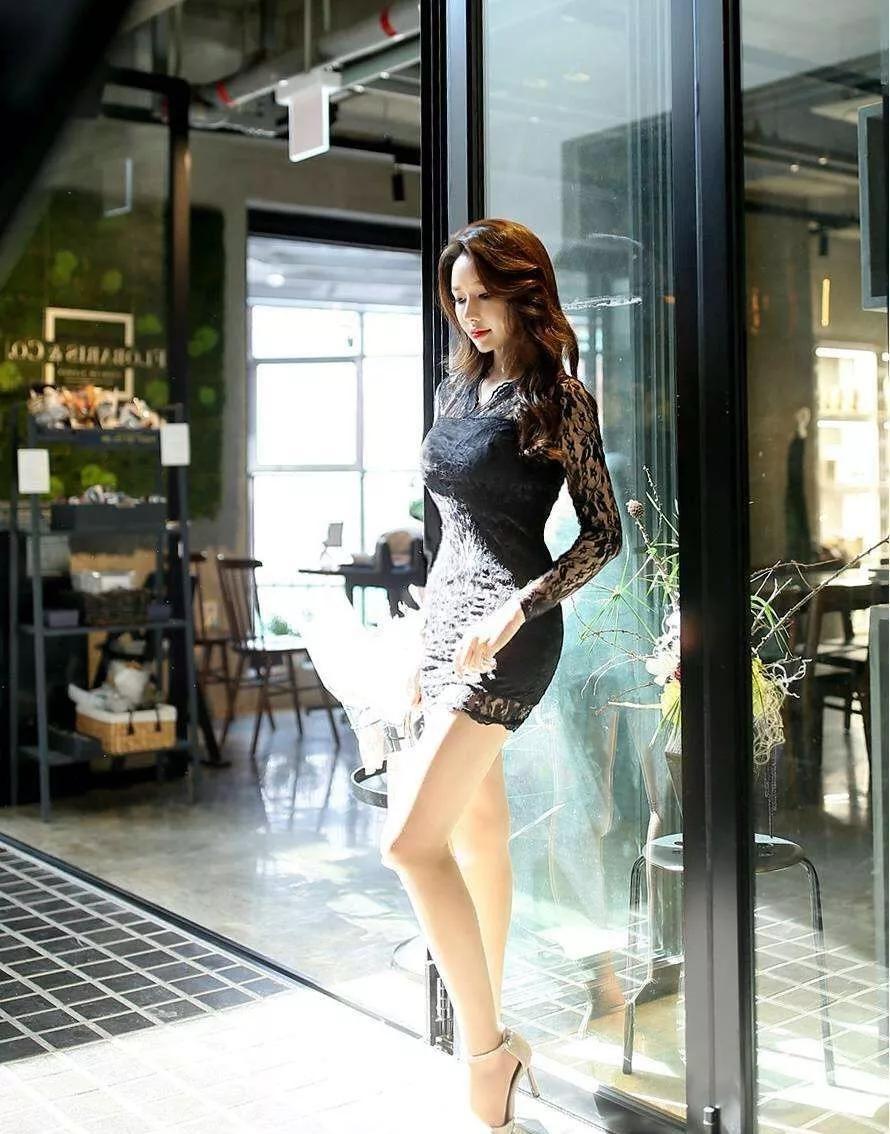 原创女性搭配高跟鞋,简约时尚又有女人味